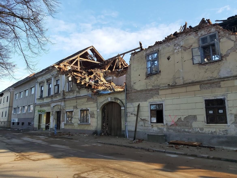 Ali streha lahko pomaga proti potresu?